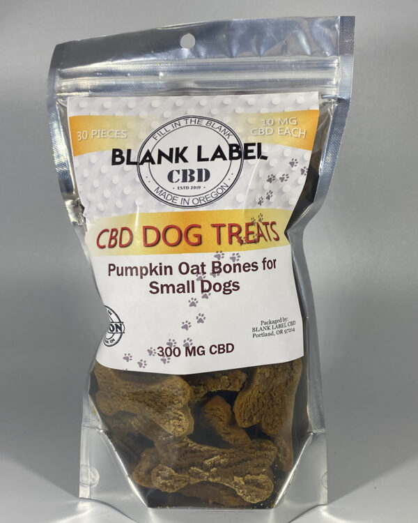 PUMKIN OAT SMALL DOG TREAT (ISOLATE)
